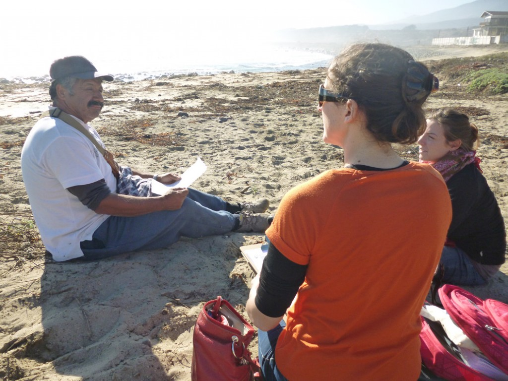Katrina Davis (centre) with Faustine Auzanneau (on the right) interview Rafael Sagredos, a fisher from Pichicuy fisher organisation. (Image by M Guerrero Gatica)