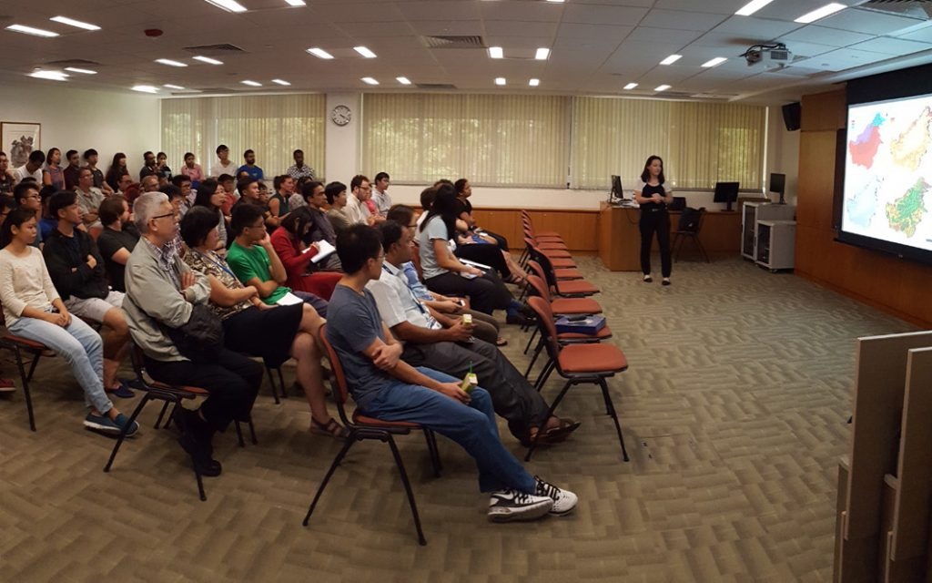 CEED Director Kerrie Wilson lectures on conservation decision-making in social-ecological systems at NUS' Biology Colloquium. (Photo by Chong Kwek Yan)